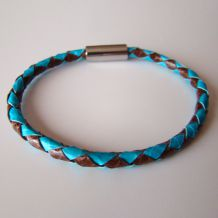 "Round braided leather bracelets, ""Conqueror"" collection"